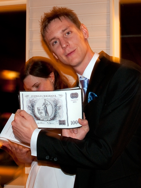Falska pengar verkar dras till Johan...