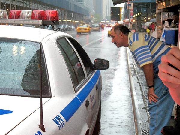 Polisen stannar för att köpa kringlor