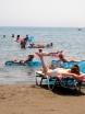 Den som inte har badmadrass på Laganas strand blir arkebuserad ögonblickligen