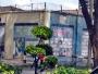 Dödsstraffet infaller om man beblandar sig med knarksmuggling i Malaysia. Det står också på muren på fängelset på bilden. Lycka till!
