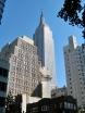 Stans numera högsta byggnad. Men hur hög är den egentligen? Jo förstår ni, den är 381 meter (449 inklusive radiomasten). Den var världens högsta byggnad under 41 år och har medverkat i hundratals filmer. Bland annat klättrade den stora apan <i>King Kong</i> upp för fasaden.