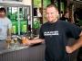 Så fort man hängde sig vid baren och hade tömt glaset så frågade bryggeripersonalen om man ville ha ett till smakprov. Många smakprov senare så började själva guidade turen.