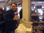 Simon investerar i en påse vakuumförpackat renhjärta.