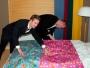 Dåligt hotell som inte har sängöverkast tänkte vi.. Men presentpapper funkar minst lika bra ju