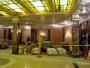Här möts man direkt av betongsäckar och byggdamm. Alla hotellgäster var privilegierade att få hjälpa till att gjuta upp en fontän eller en reception om lusten föll in.