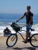 Alla som sett filmen ET med den bortkomna lilla utomjordingen som gillar att åka i cykelkorg känner säker igen cykeln. Den luktade aningen utomjordiskt också. Jag tar sats på stranden för ett flygförsök - precis som i filmen.