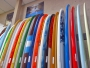 Huntington Beach kallas rätt ofta tydligen för Surf City. Mycket tack vare närheten till havet, de ständigt höga vågorna och att det bor runt 200 tusen invånare här. En surfingbräda är dock inte gratis och nån av rackarna på bilden kostar en sisodär 6000 svenska kronor.