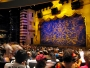 I sista minuten hittar vi en föreställning med Aladdin och Anden. Det gick in fasligt mycket folk på denna teater!