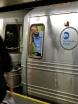 En man är instängd i en av tunnelbanevagnarna och kipar efter luft. En annan lösning är att han jobbar i vagnen och inte alls är instängd?