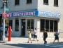 Hyfsat känd restaurang för att ha lånat ut sin exteriör till Seinfeld. I serien valde man dock att klippa bort ordet